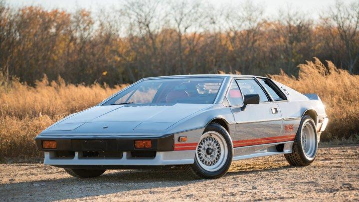 Lotus Esprit Turbo 1983 – Une carrosserie en polyester stratifié