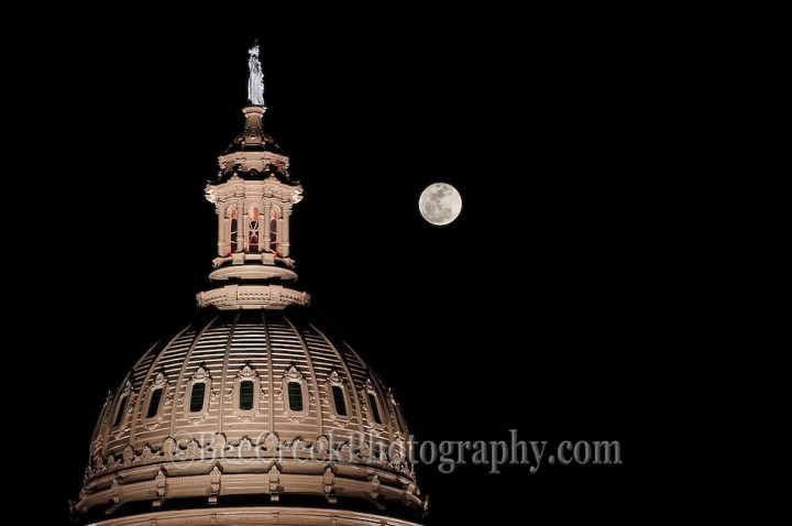 Full Moon / Super Moon at perigee over the Texas Capitol dome. (Bee Creek Photography - Tod Grubbs & Cynthia Hestand)