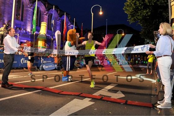 Der Sieger im Ziel beim Marathon beim SRH Daemmer Marathon 2018. Foto © PIX-Sportfotos *** Foto ist honorarpflichtig! *** Auf Anfrage in hoeherer Qualitaet/Aufloesung. Belegexemplar erbeten. Veroeffentlichung ausschliesslich fuer journalistisch-publizistische Zwecke. For editorial use only. (PIX-Sportfotos/Michael Ruffler)