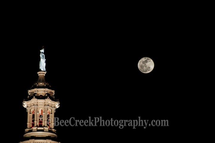 Full Moon / super moon at perigee over the Texas Capitol (Bee Creek Photography - Tod Grubbs & Cynthia Hestand)