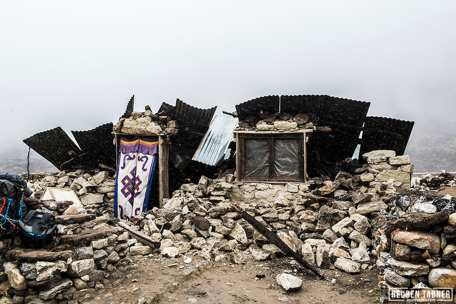 25.04.2015  Pheriche, Khumbu, Nepal. A house destroyed by an earthquake in the Himalayan village of Pheriche in the Everest Region of Nepal. (Reuben Tabner/© Reuben Tabner)