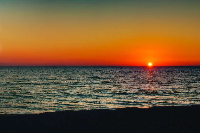 A clear sky, yet a vibrant sunset on an early fall evening on Longboat Key. (Rich Leighton)