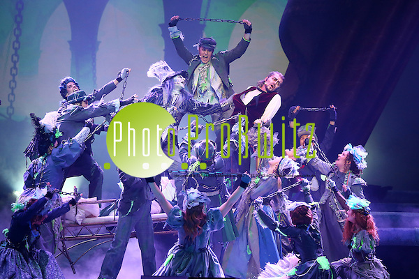 """Mannheim. 19.12.14 SAP Arena. Konzert / Aufführung. """"Vom Geist der Weihnacht"""" - mit Jeanette Biedermann. Bild: Markus Proßwitz 19DEC14 / masterpress (Bild ist honorarpflichtig) (Markus Prosswitz / masterpress)"""