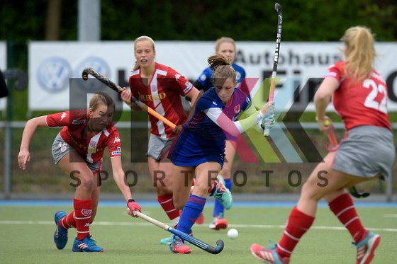 GER - Mannheim, Germany, April 22: During the German Hockey Bundesliga women match between Mannheimer HC (blue) and Club an der Alster (red) on April 22, 2017 at Am Neckarkanal in Mannheim, Germany. Final score 1-1 (HT 1-0).  Hanna Granitzki #18 of Club an der Alster, Cecile Pieper #3 of Mannheimer HC Foto © PIX-Sportfotos *** Foto ist honorarpflichtig! *** Auf Anfrage in hoeherer Qualitaet/Aufloesung. Belegexemplar erbeten. Veroeffentlichung ausschliesslich fuer journalistisch-publizistische Zwecke. For editorial use only. (PIX-Sportfotos /Dirk Markgraf)