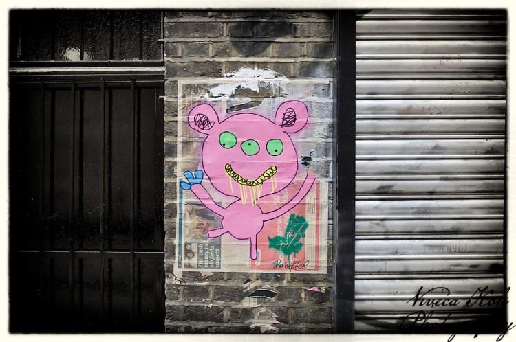 Painting by Bortusk Leer in Shoreditch car park, London, UK (Viveca Koh)