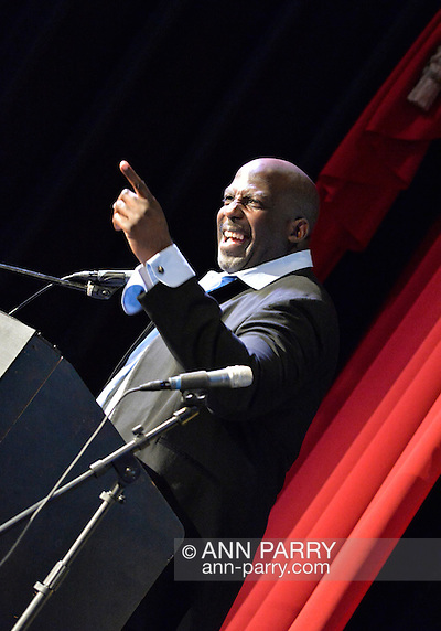 Bellmore, New York, USA. July 21, 2016. Actor KEVIN BROWN (Dot Com in 30 Rock) is again host at the 19th Annual Long Island International Film Expo Awards Ceremony, LIIFE 2016, held at the historic Bellmore Movies. LIIFE was called one of the 25 Coolest Film Festivals in the World by MovieMaker Magazine. (Ann Parry/Ann Parry, ann-parry.com)