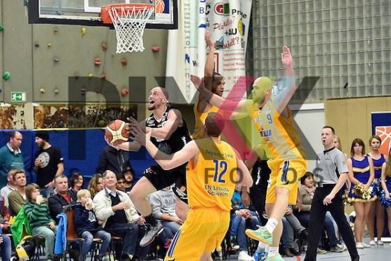 Am Ball Hanaus Nr27 Christian Von Fintel im Spiel EN Baskets Schwelm - HEBEISEN WHITE WINGS Hanau. Foto © P-I-X.org *** Foto ist honorarpflichtig! *** Auf Anfrage in hoeherer Qualitaet/Aufloesung Belegexemplar erbeten Veroeffentlichung ausschliesslich fuer journalistisch-publizistische Zwecke For editorial use only (Michael Ruffler/P-I-X.org)