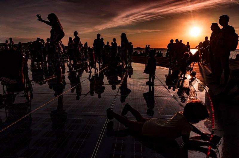 Lo spettacolo del tramonto a Zara Saluto al sole