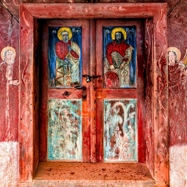 Meraviglie di legno: le antiche chiese del Maramures Ancient paintings on wood on the entrance door of Poienile Izei wooden church. Maramures Romania UNESCO Heritage