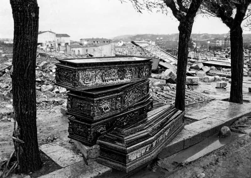 Sant' Angelo dei Lombardi - Piazza De Sanctis 1980 Earthquake