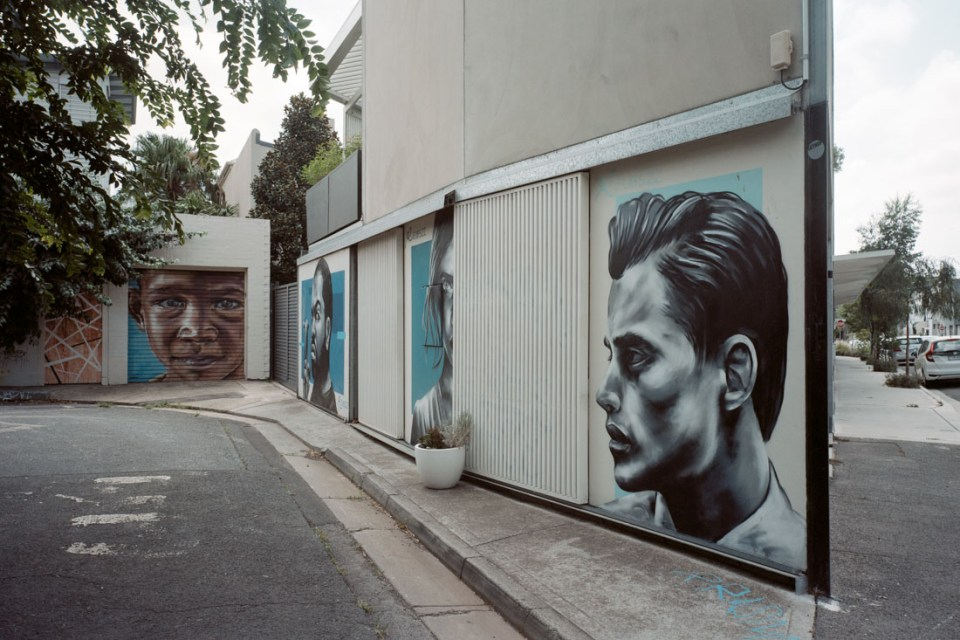 Portrait alley | Mamiya Press Super 23 | Sekor Seikosha-S 65mm f/6.3 | Kodak Portra 160 VC (expired 2013)