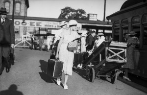 Easter travellers at Newcastle Railway Station, Newcastle, NSW, March 25, 1937.