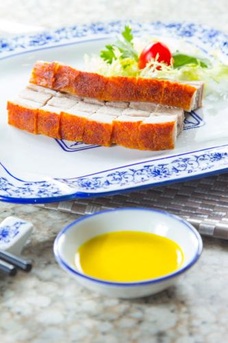 【惹味香口港式燒臘脆皮燒腩仔配芥末醬】比自己拍攝更便宜的食物相片方案