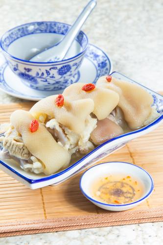 【中式餐前涼拌小吃炆豬手】的圖庫相片