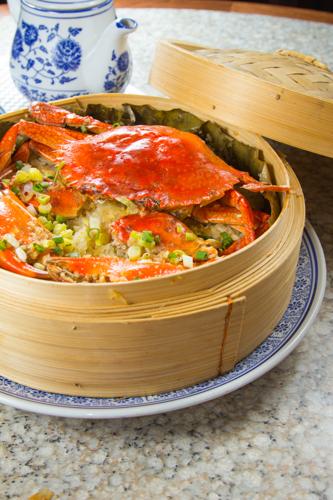 【蒸籠蒸原隻肉蟹糯米飯】飲食業專用素材圖像