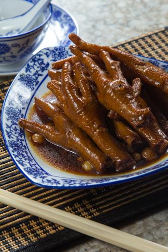 【香港地道美食鹵水雞腳】的圖庫相片