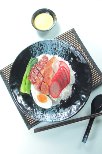 【港式燒臘燒腩仔叉燒大紅腸鹹蛋四寶飯】飲食業專用素材圖像