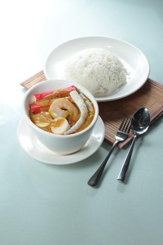 【砵仔吉列魚柳椰汁葡國咖哩薯仔】的美饌素材畫像