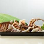 【新鮮日式海鮮料理醬油風味原隻燒魷魚】下載即用價格相宜餐牌相片