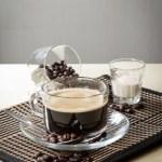 【透明玻璃杯香醇濃厚黑咖啡飲料配咖啡豆及奶精】大量美味價廉畫像盡情用