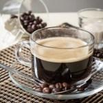 【透明玻璃杯香醇濃厚黑咖啡飲料配咖啡豆及奶精】大量省錢素材畫像盡情用