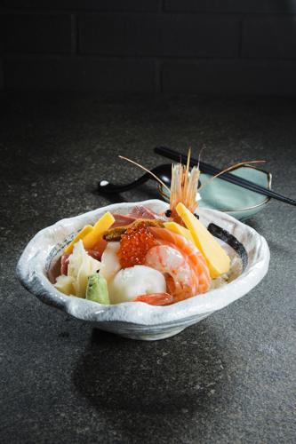 【牡丹蝦三文魚子油甘魚魚生刺身丼飯】平到笑飲食業專用素材圖像