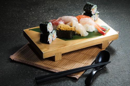 【三文魚海膽三文魚子赤貝帆立貝卷物壽司盛合】印刷級精美而且抵買抵用美食相