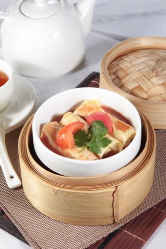 中華点心蒸籠で湯葉巻き蒸し・レストランのメニューデザイン用グルメ写真素材