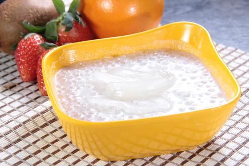 シーココナッツココナッツミルクサゴスープ