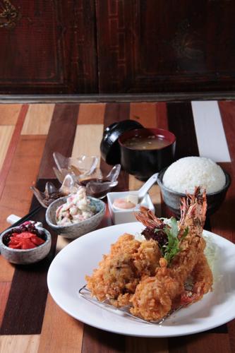 クルマ海老天ぷら定食
