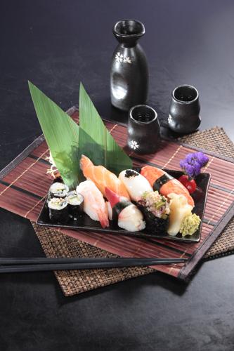 三文魚及北寄貝等的壽司拼盤