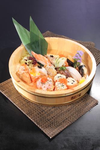 ヒノキで付けた寿司の盛り合わせ