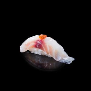 醬鯛魚壽司 黑色背景倒影版本的去背退地食物素材相片
