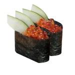 三文魚子黃瓜軍艦壽司兩件的去背退地食物素材相片