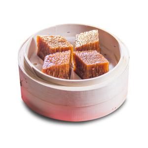 蒸籠蒸一籠四件紅糖黃金糕的去背退地食物素材相片