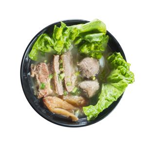紅燒牛肉嫩丸湯米粉的去背退地食物素材相片