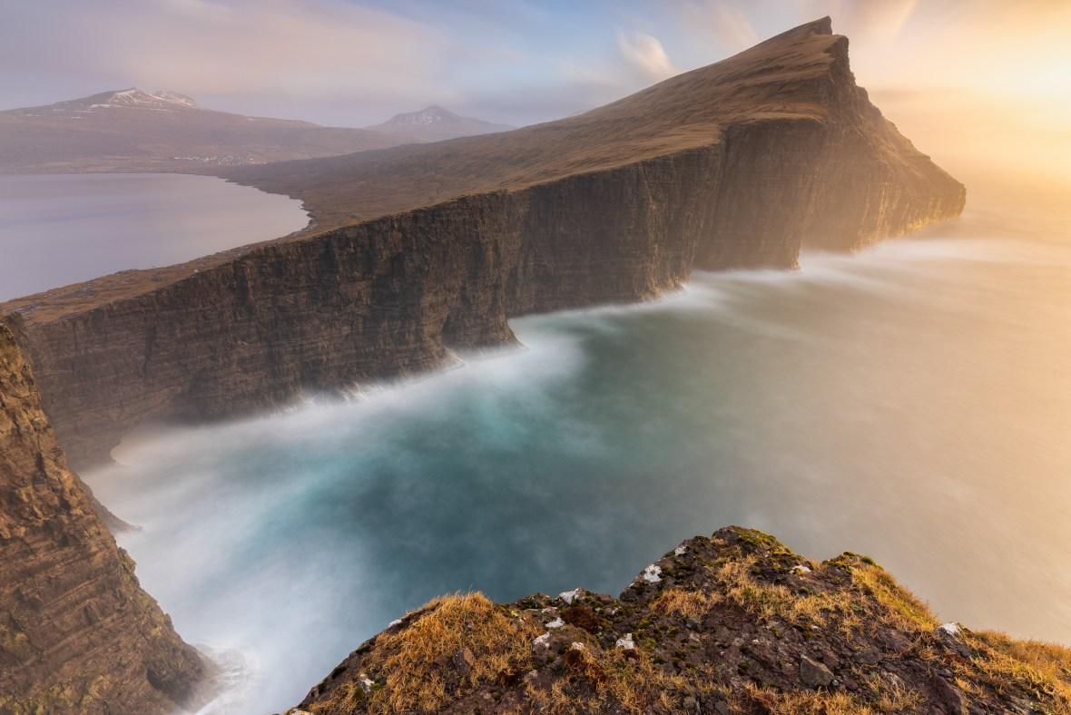 [ o t h e r w o r l d l y ] © serdar ugurlu | leitisvatn | faroe islands