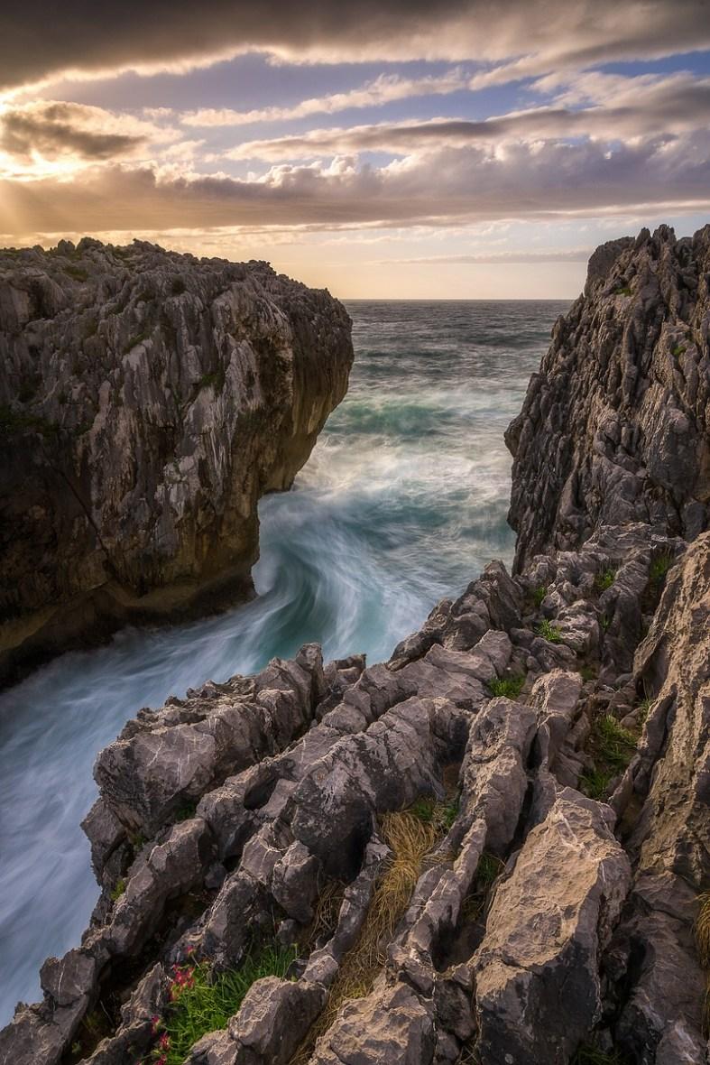 Sharp Rock © Raik Krotofil