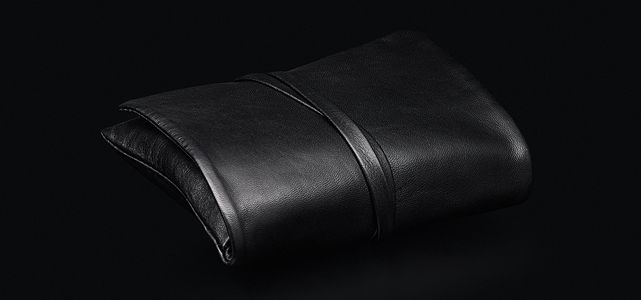Leica C-Pouch: Leather pouch, black.