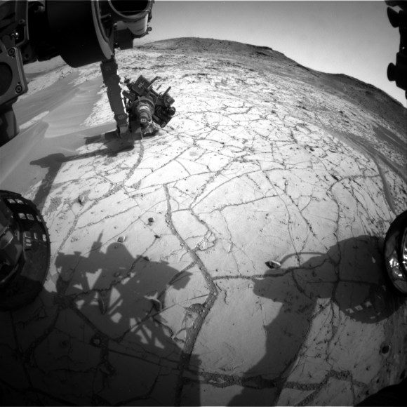 This image was taken by Front Hazcam: Left B (FHAZ_LEFT_B) onboard NASA's Mars rover Curiosity on Sol 762 (2014-09-28 03:17:13 UTC). Image Credit: NASA/JPL-Caltech.