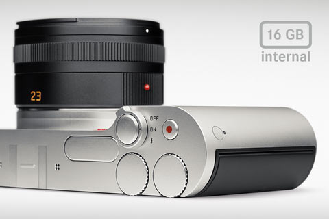 Leica T: Built-in 16 GB memory of the Leica T. There is also a slot for SD, SDHC and SDXC memory cards.