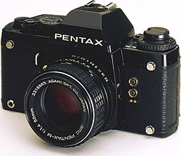 PENTAX LX was launched in 1980 to commemorate the 60th anniversary of Asahi Optical. The world's first dustproof, weatherproof replacement-type finder system, direct meter automatic exposure, titanium-blind focal-plane shutters. These features make for SRL cameras of the highest order for professional use.