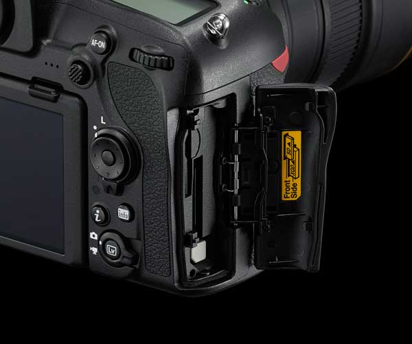 Nikon D850: Dual Memory Card Slots