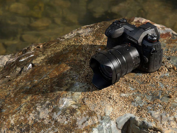 Panasonic LUMIX G9: splash-proof