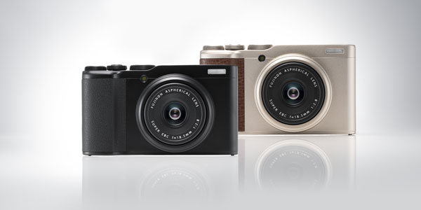 Fujifilm XF10: Black (left) and Champagne Gold (right)
