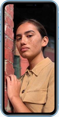 Apple iPhone XR: The advanced camera system creates dramatic portraits using a single camera lens.