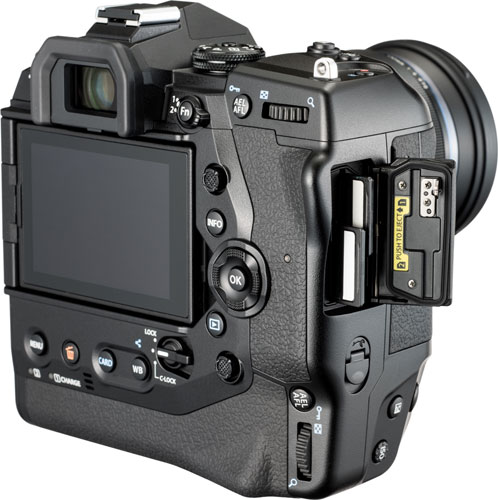 Olympus OM-D E-M1X: two high-speed UHS-II SD card slots