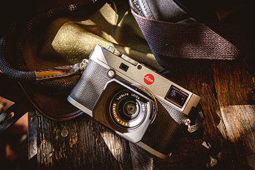 Leica M-E (Typ 240): The top deck and the baseplate are finished in an anthracite-gray lacquer especially developed for the Leica M-E