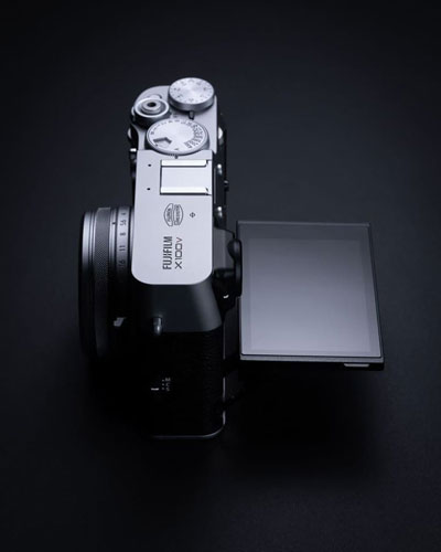 Fujifilm X100V, Silver: LCD display on the back tilts up and down