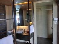 洗面台&シャワー 1ベッドルームプールヴィラ (オーシャンビュー)のお部屋 / スリパンワ ( Sri Panwa )